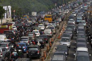 550215_yakarta_indonesia_trafico